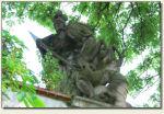 Gorzanów - rzeźba nad bramą