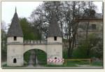 Jakubowice Murowane - brama wjazdowa