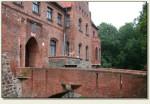 Pęzino - wejście do zamku