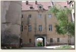 Ryn - dziedziniec i brama wejściowa